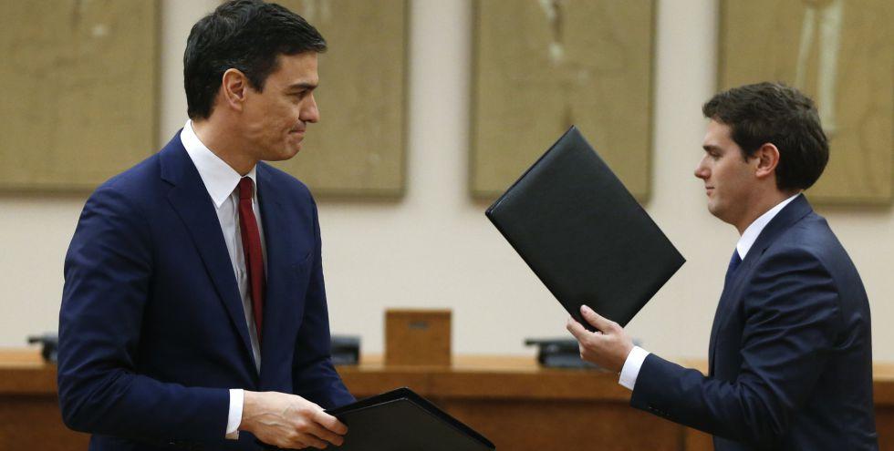 Pedro Sanchez y Albert Rivera, tras firmar su acuerdo.