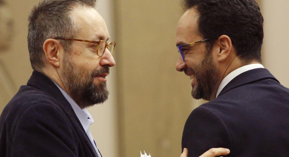 Juan Carlos Girauta y Antonio Hernando, tras la firma del pacto.