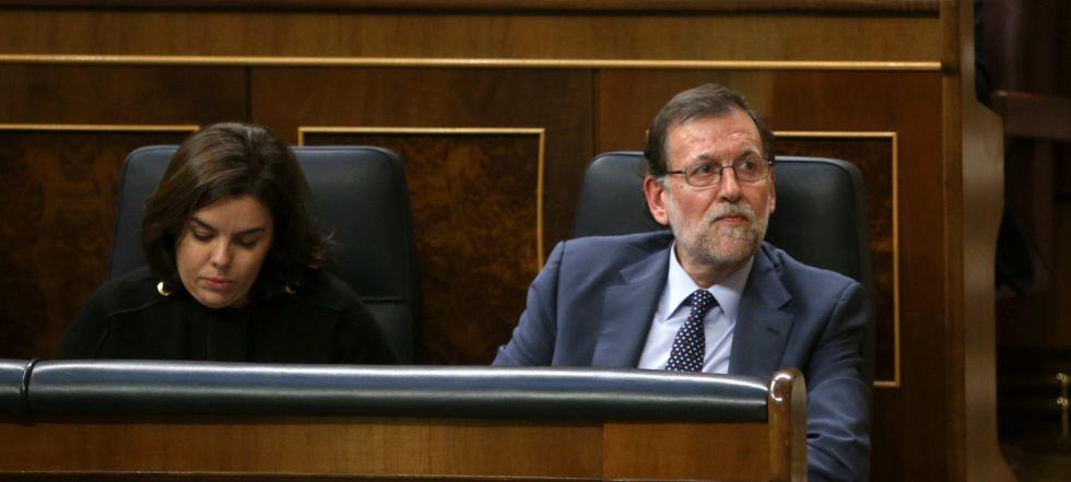 Rajoy durante la intervención de Sánchez en el Congreso, este martes.