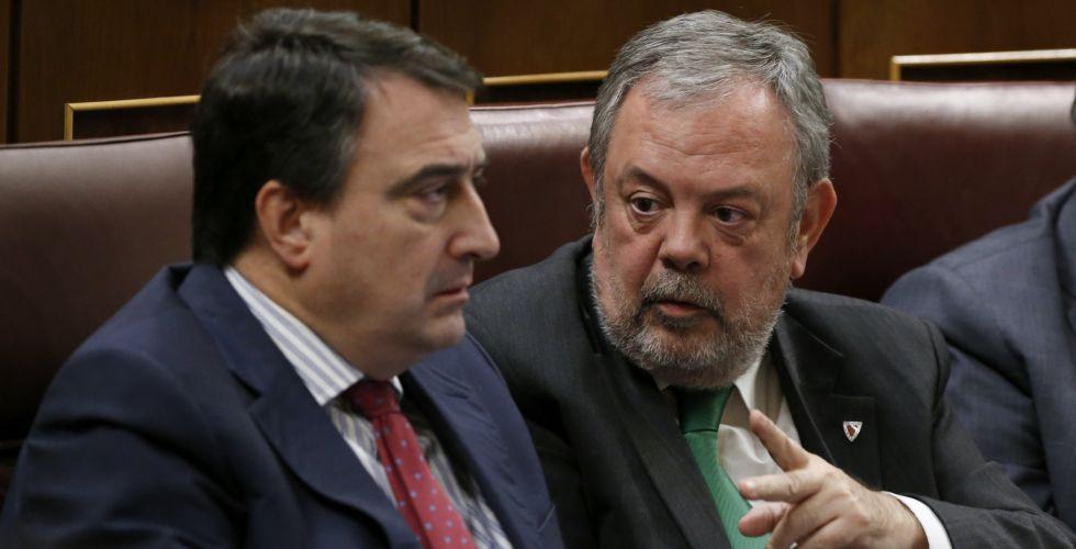 El portavoz del PNV, Aitor Esteban, y el portavoz adjunto, Pedro Azpiazu.