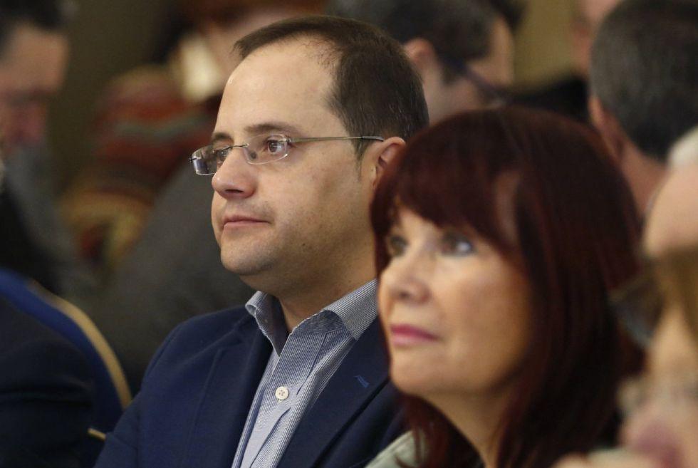 El secretario de Organización del PSOE, César Luena, y la presidenta del partido, Micaela Navarro, en una imagen de archivo.