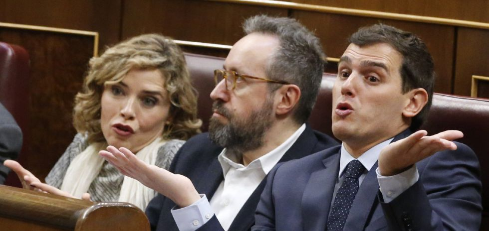 Marta Martín, Juan Carlos Girauta (centro) y Albert Rivera.