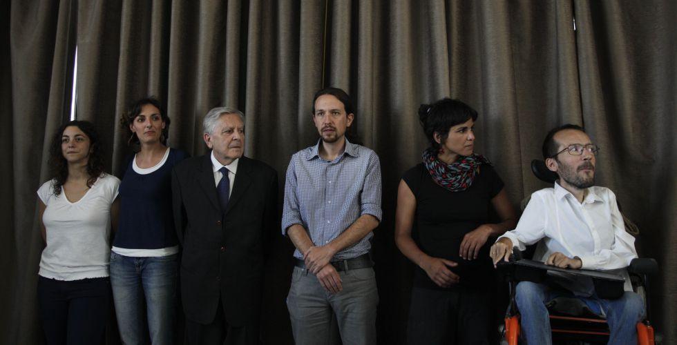 Lola Sánchez y Carlos Jiménez Villarejo, segundo y tercero por la izquierda, tras las elecciones europeas de 2014.