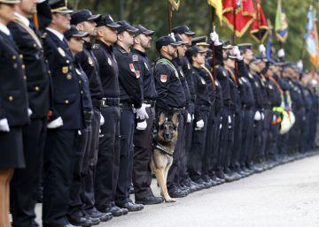 La Policía Nacional quiere un himno solo con versos en español