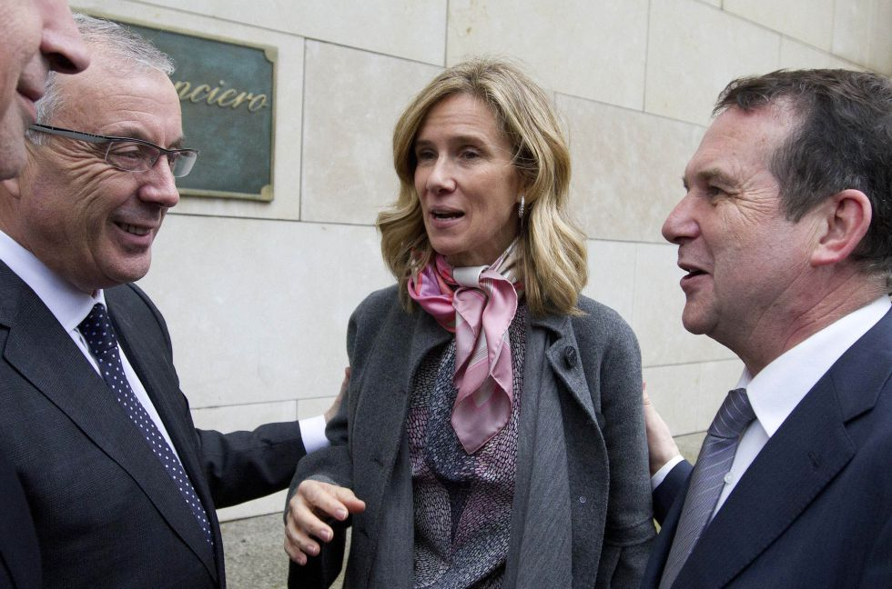 Garmendia, acompañada del Alcalde de Vigo (derecha), en 2011.