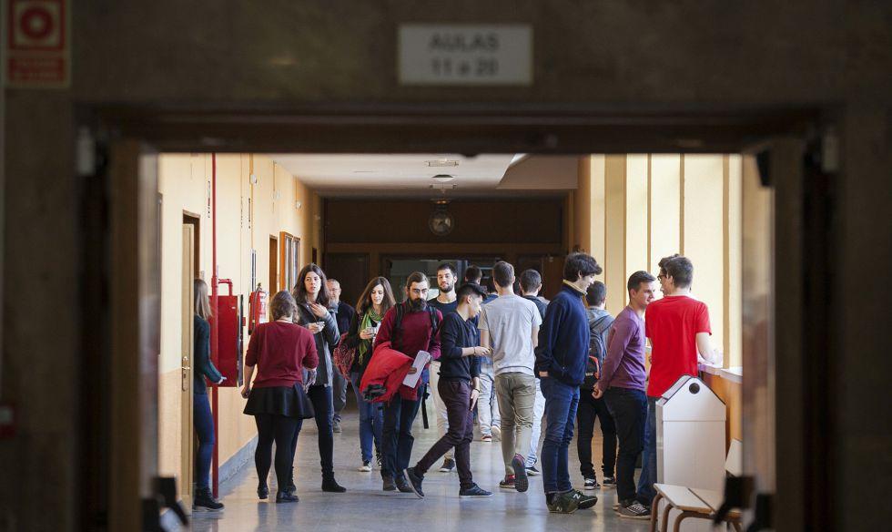 Alumnos de la escuela técnica superior de Ingeniería Aeronáutica de la Politécnica de Madrid.