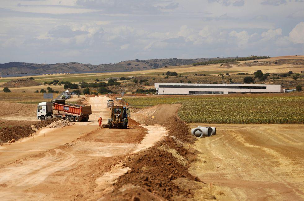 Obras en los accesos a la parcela destinada al ATC de Villar de Cañas (Cuenca).