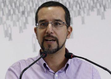 Iglesias fulmina a su secretario de Organización, Sergio Pascual, para evitar una rebelión interna