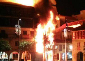Un gran incendio destruye una nave de una fábrica de galletas de Zaragoza