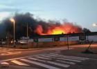 Un gran incendio destruye parte de una fábrica de galletas de Zaragoza