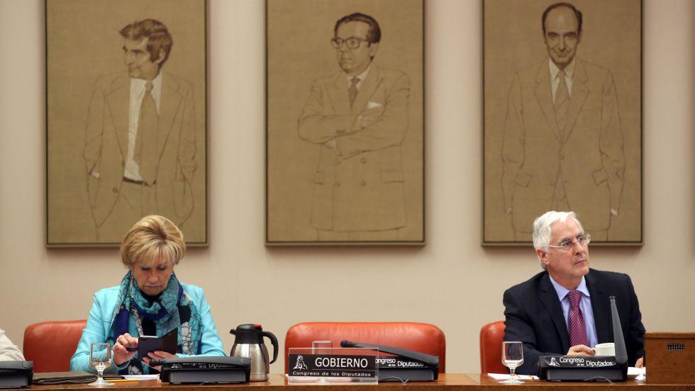 Silla vacía del ministro Pedro Morenés en la comisión de Defensa del Congreso.