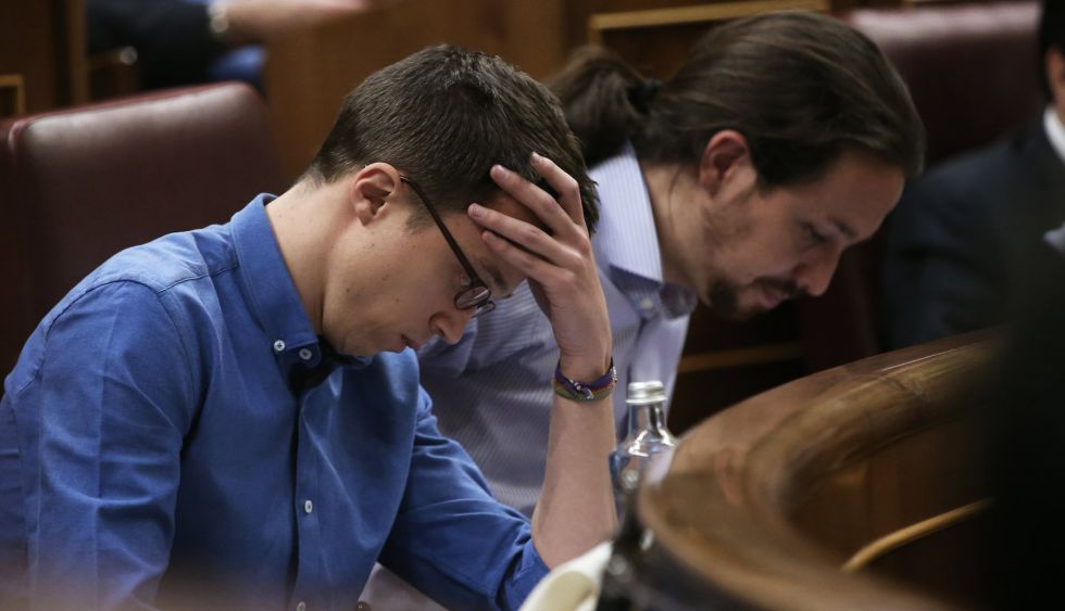 Íñigo Errejón (left) and Pablo Iglesias in Congress on Tuesday.