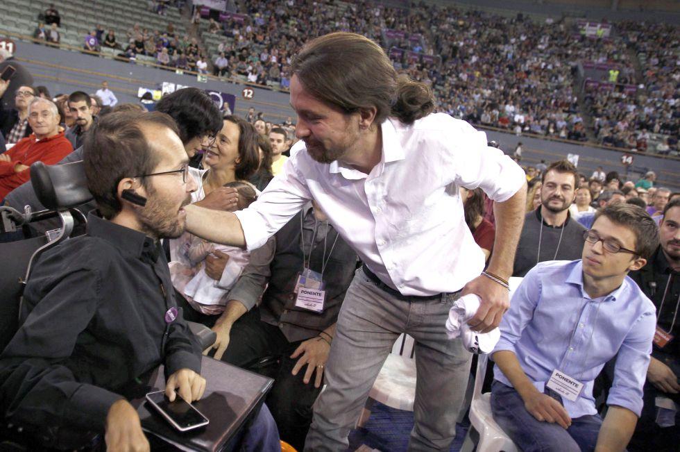 Pablo Echenique, Pablo Iglesias e Íñigo Errejón, en una asamblea de Podemos en 2014.