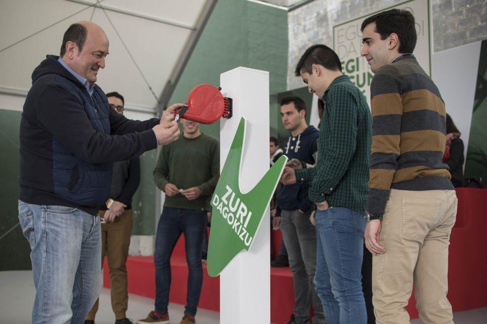 Andoni Ortuzar, presidente del PNV, este sábado en un acto de las juventudes del partido en Mundaka (Bizkaia).