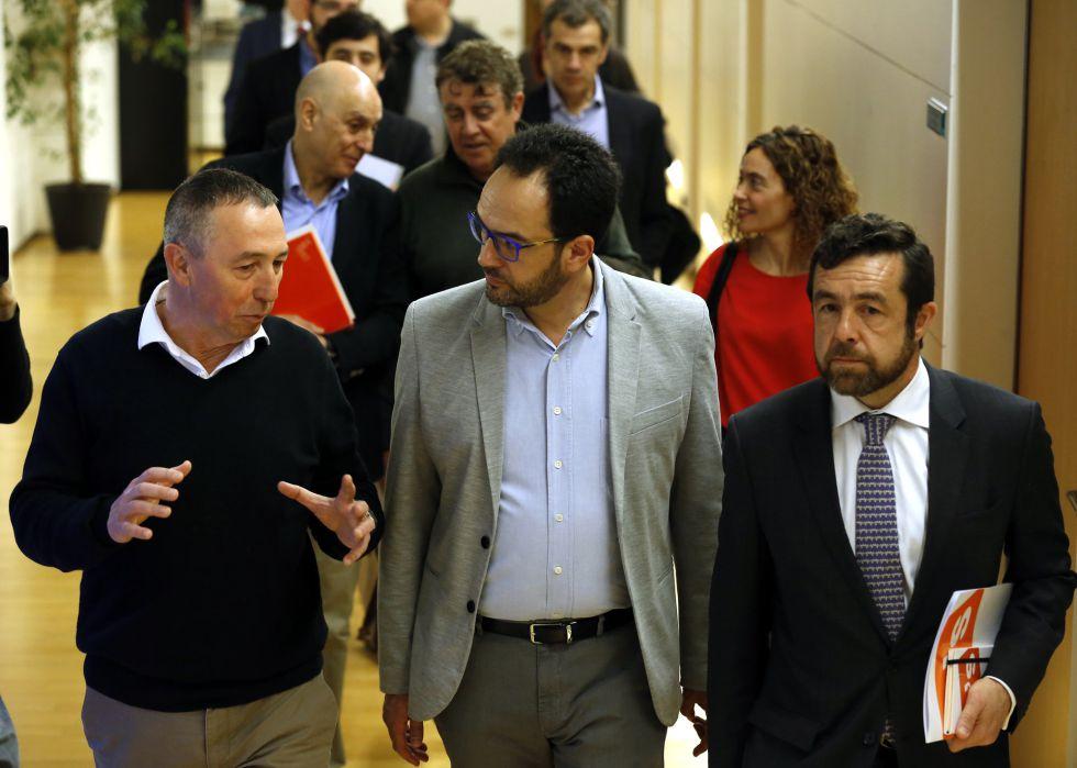 Reunión del 15 de marzo de los grupos de negociación de PSOE, Ciudadanos y Compromis, encabezados por Hernando, Gutierrez y Baldovi.
