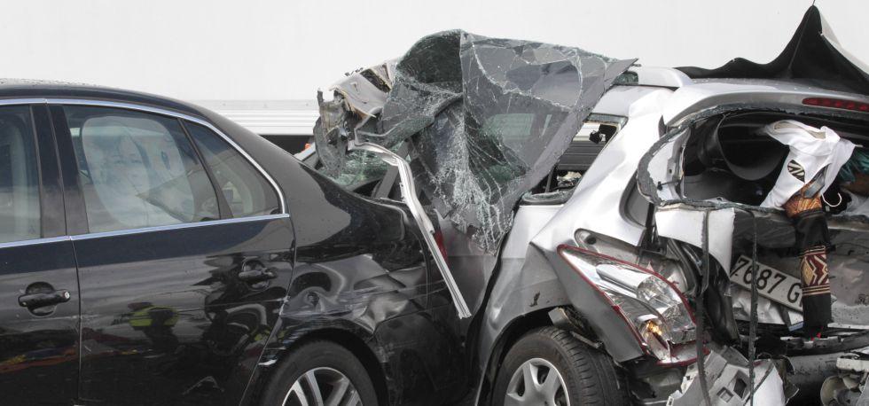 Estado en el que han quedado dos de los vehículos implicados en el accidente.