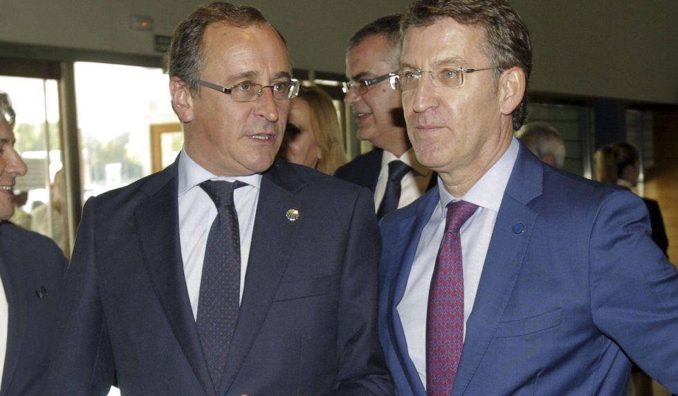 El ministro de Sanidad, Alfonso Alonso, y Alberto Núñez Feijóo, presidente gallego, en septiembre.