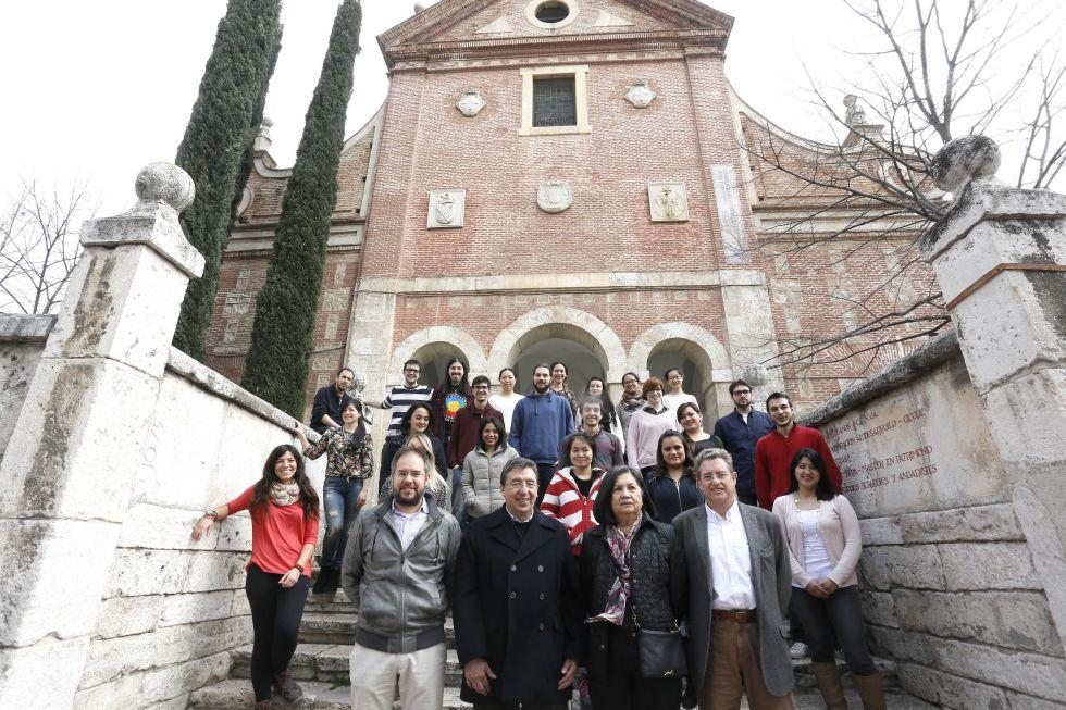 Alumnos y profesores del Instituto de Estudios Latinoamericanos.