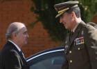 El Rey visita la unidad de la Guardia Civil que liberó a Ortega Lara
