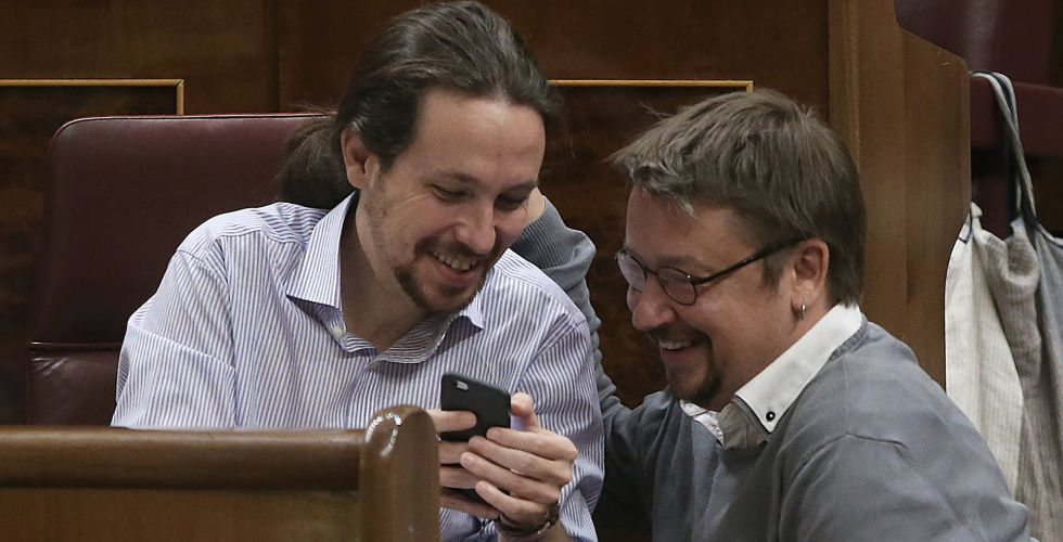 Los diputados del grupo parlamentario de Podemos, Pablo Iglesias y Xavier Domenech.