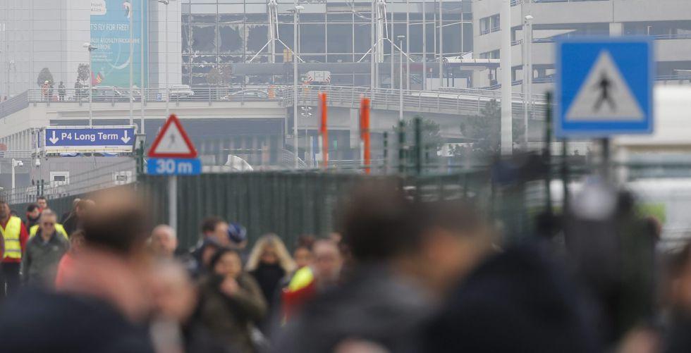Pasajeros y trabajadores en el aeropuerto de Zaventem (Bélgica).