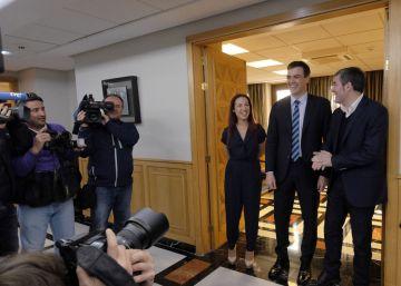 Rajoy telefonea a Sánchez pero mantiene su agenda política