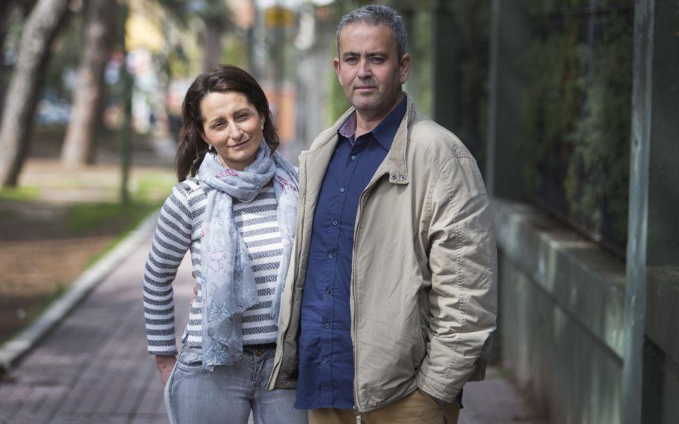 Luisa se ha sometido ya a seis tratamientos de fertilidad sin exito.En la imagen posa junto a su pareja.
