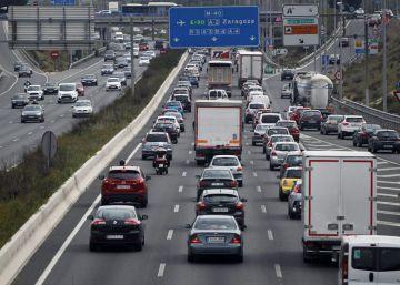 ¿Viajas en Semana Santa? Nueve trucos para ahorrar gasolina al conducir