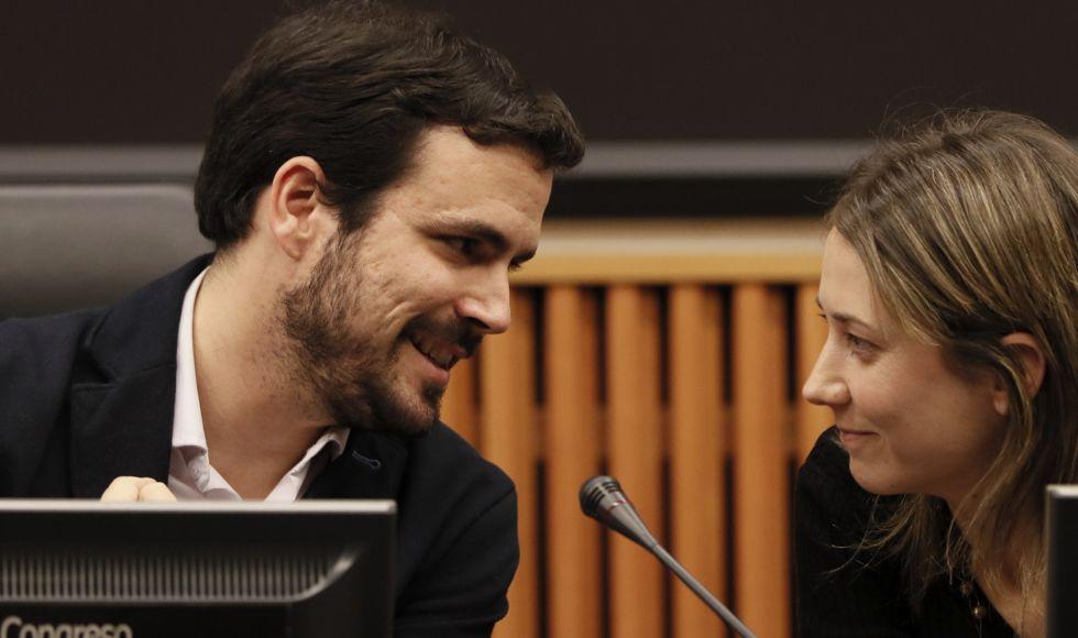 El portavoz de IU, Alberto Garzón, junto a la eurodiputada Marina Albiol.