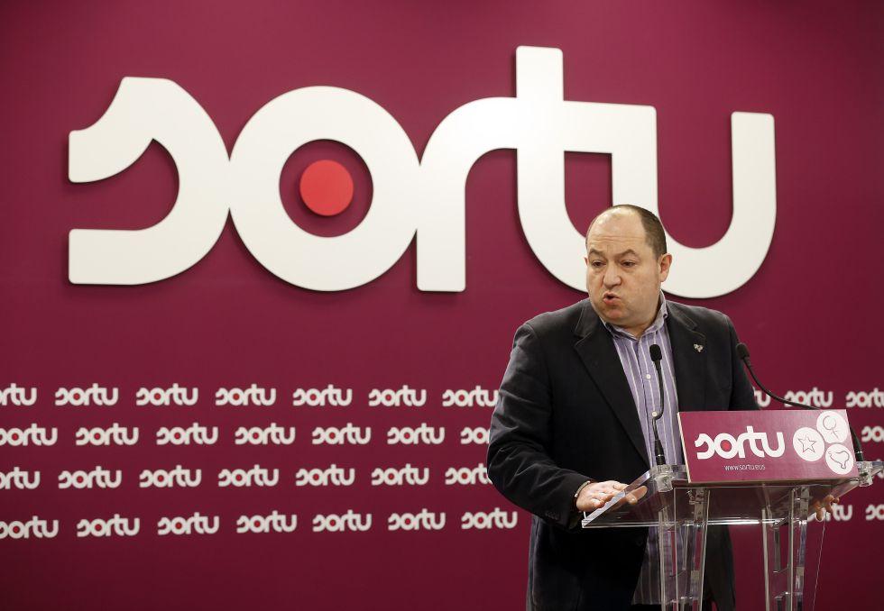 Pernando Barrena, portavoz de Sortu, comparece este jueves en la sede de su partido en San Sebastián.