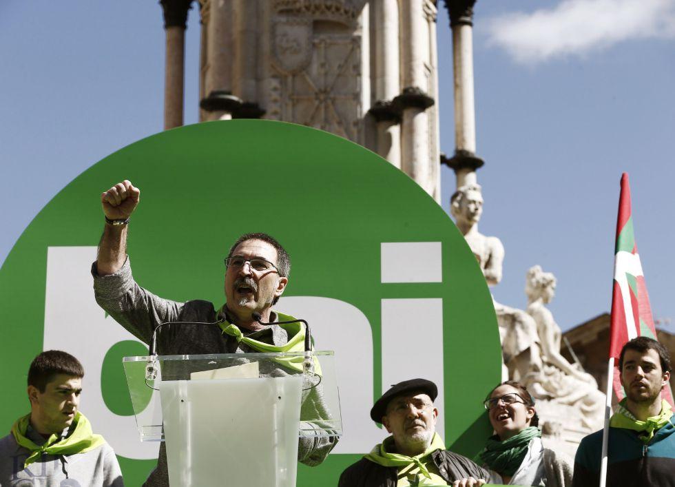 El portavoz de Independentistak, Txutxi Ariznabarreta, al término de la manifestación.