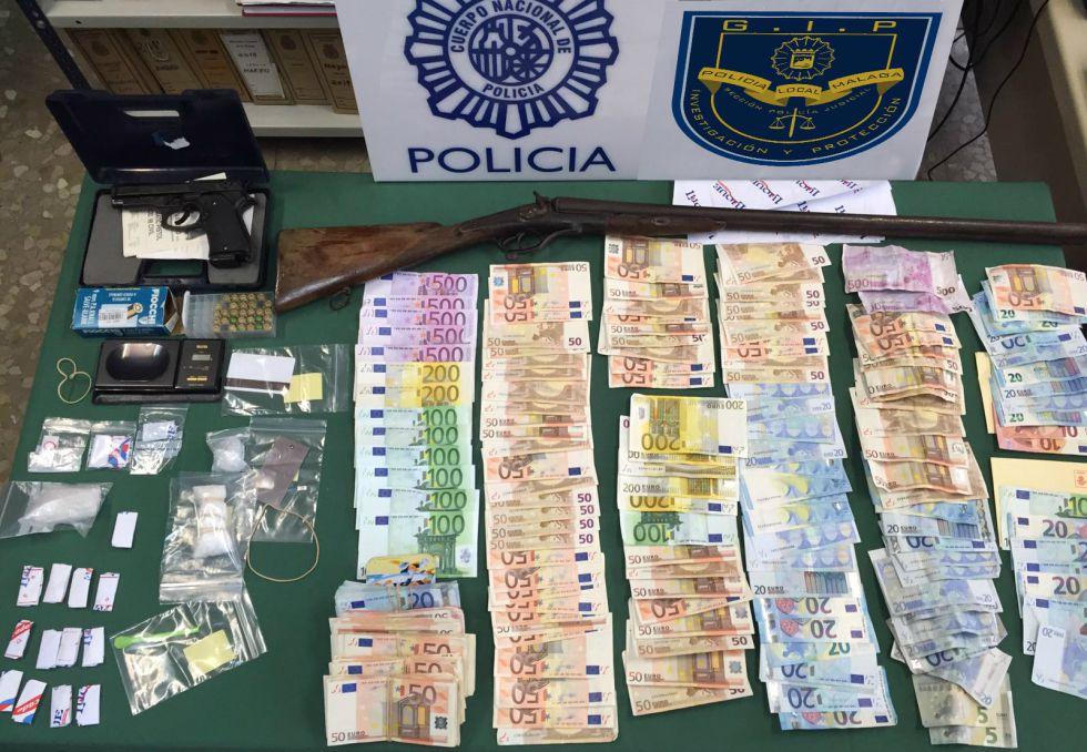 Los agentes han decomisado 24.100 euros en metálico.