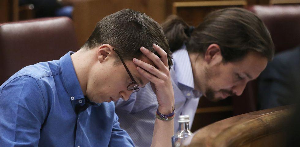 Íñigo Errejón (izquierda) y Pablo Iglesias en el Congreso, el pasado día 15.