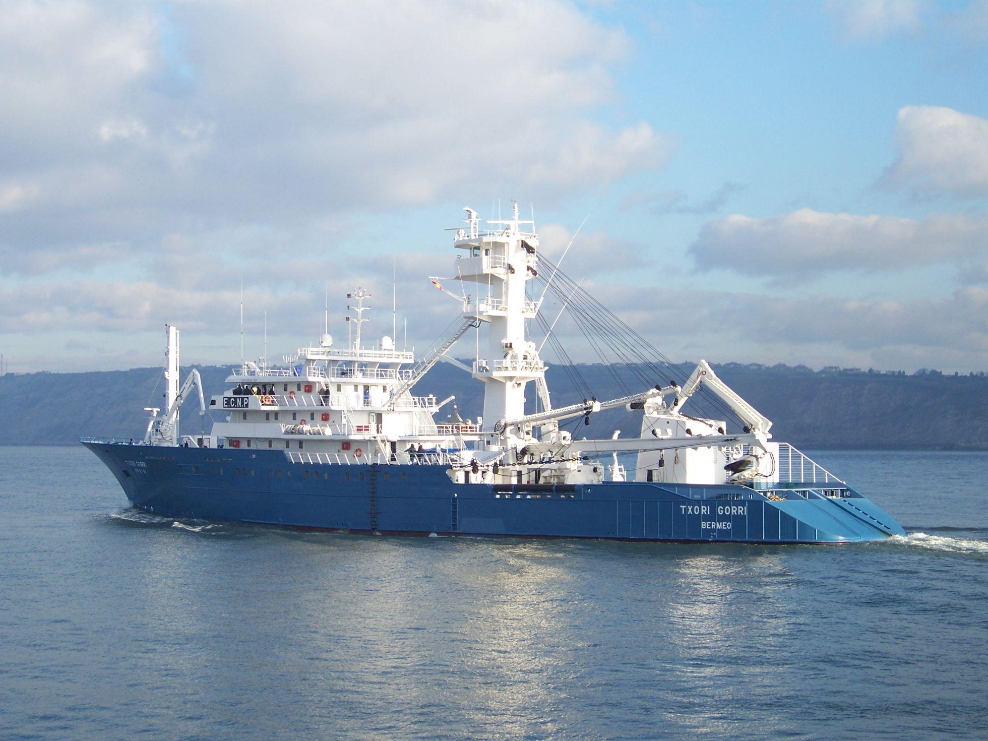 Basque Tuna Boat Txori Gorri - Photo: El Pais