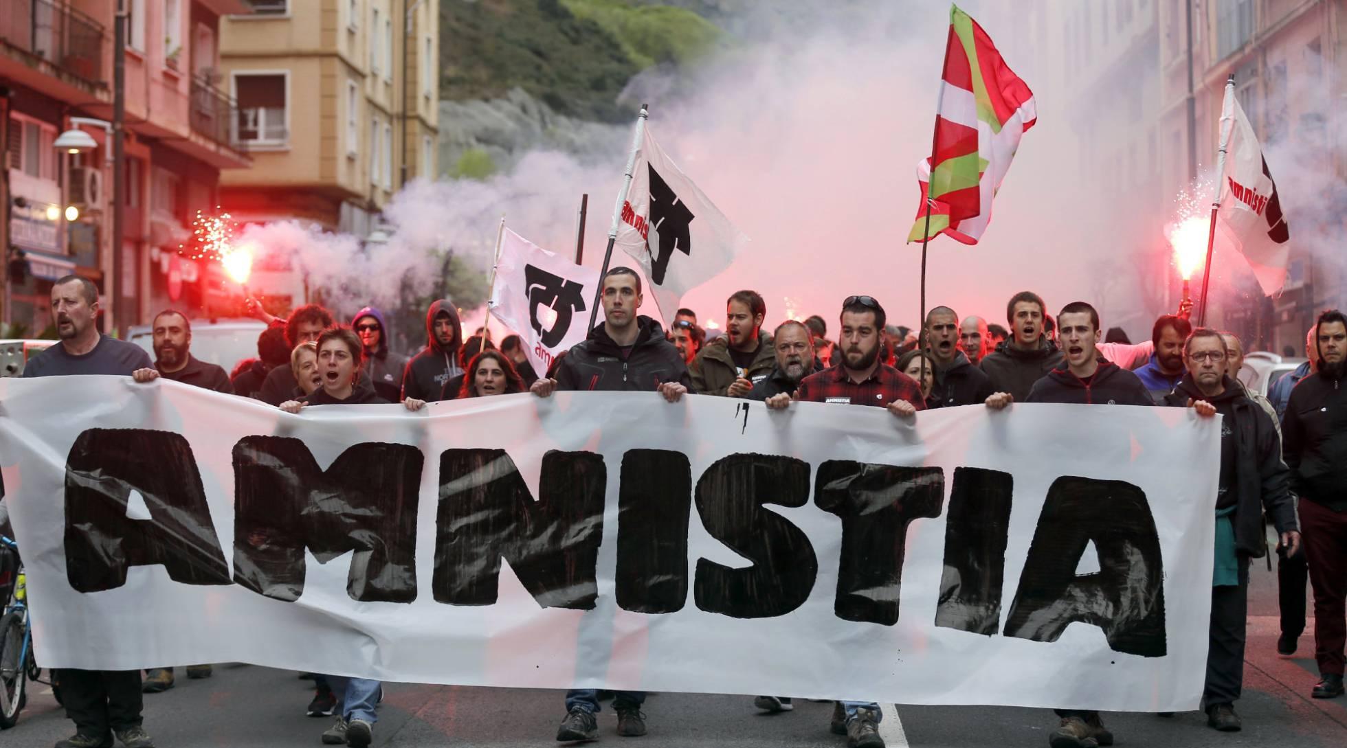 """Euskal Herria: Una multitud exige """"respeto a los derechos"""" de presos y exiliados. [vídeo] - Página 2 1460455776_721593_1460456116_noticia_normal_recorte1"""