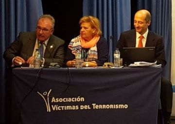 Un guardia civil sustituye a Ángeles Pedraza al frente de la AVT