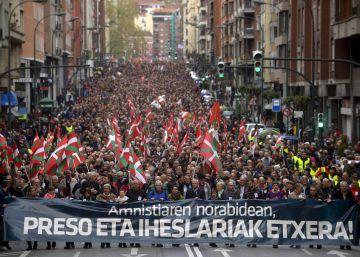 Una marcha con expresos de ETA reclama que se vacíen las cárceles