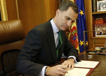 Spanish king signs decree calling new general elections for June 26