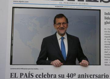 Rajoy visita la exposición del 40 aniversario de EL PAÍS