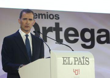 """El Rey, en la ceremonia: """"EL PAÍS ha contribuido a abrir el mundo a los españoles"""""""