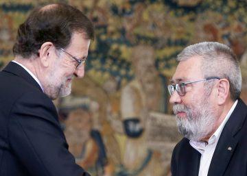 Rajoy entrega la medalla del trabajo a Méndez y Roig
