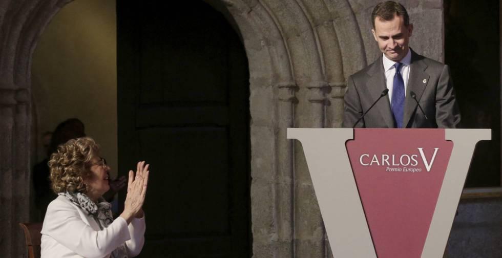 El rey Felipe VI y la profesora Sofía Corradi, creadora del Programa Erasmus, este lunes.