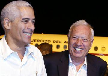 Margallo visita La Habana tras criticar Aznar la tibieza con el castrismo