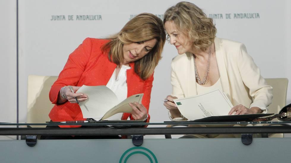 Susana Díaz y Flora Pérez, este jueves en Sevilla.