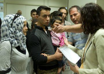 España acoge al primer grupo de 20 refugiados