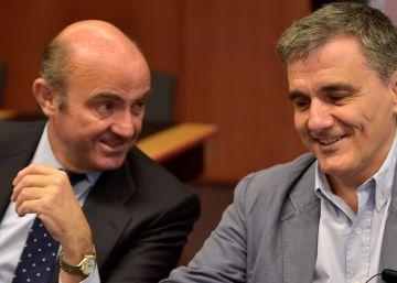 Guindos asegura que no hacen falta más ajustes, pese a la carta de Rajoy