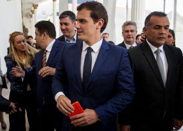 """Podemos acusa a Rivera de ir a Caracas a """"gastar en su spot de campaña"""""""