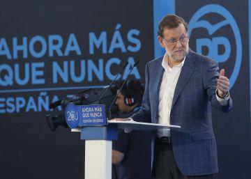Rajoy y su equipo entran en el cuerpo a cuerpo contra Aznar