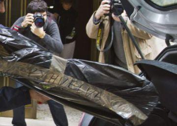 Un agente, durante una pasada actuación en Huelva.