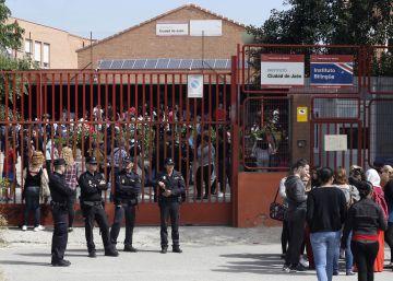 """Los institutos acusan a Madrid de usar de """"chivo expiatorio"""" al director del centro de Arancha"""